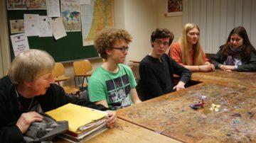 Schülerinnen und Schüler aus Pforta, die zusammen mit Regine Huppenbauer-Krause (ganz links im Bild) in Wettingen zu Besuch waren. | © Vera Rüttimann