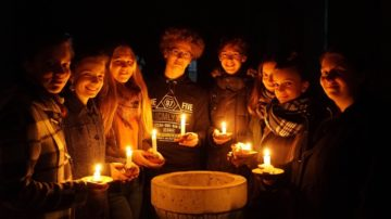 In der mystisch anmutenden Abtskapelle aus dem Jahre 1240 zünden die Schülerinnen und Schüler des Internats Pforta gern Kerzen an. | © Vera Rüttimann
