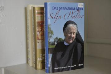 Bekanntheit erlangte Silja Walter als Schriftstellerin. In einer Vernissage wurde - ergänzend zur Eröffnung des nach ihr benannten Ausstellungsraumes - der elfte Band der Gesamtausgabe von Silja Walter vorgestellt. | © Vera Rüttimann