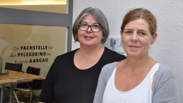 Karin Gerber (links) leitet die Fachstelle Pflegekind Aargau, Ursula Heimgartner ist dort als Sozialpädagogin und Psychologin IAP tätig. | © Carmen Frei