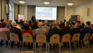 Gespannt folgen die Teilnehmer des Kickoffs «Zukunft Migrationspastoral im Aargau» den Worten von Kirchenratspräsident Luc Humbel. | © Christian Breitschmid