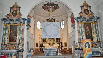 So zeigt sich das Hungertuch der Sinser Künstlerin Annemie Lieder in der Pfarrkirche von Auw, St. Nikolaus. | © Christian Breitschmid