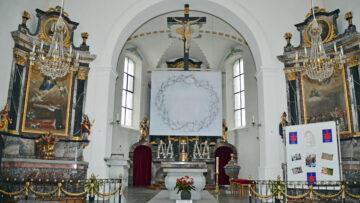 So zeigt sich das Hungertuch der Sinser Künstlerin Annemie Lieder in der Pfarrkirche von Abtwil, St. Germanus. | © Christian Breitschmid