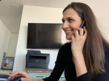Debora Sacheli ist Mitarbeiterin bei Caritas Aargau. © Caritas