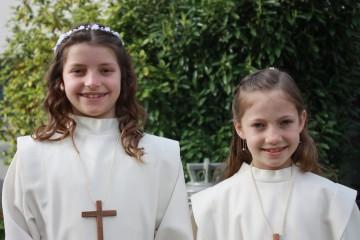 Antonia und Inaya vor ihrer ersten Kommunion in Döttingen. | © Marie-Christine Andres