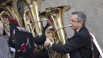 Festliche Musik gehört zur Erstkommunion. Platzkonzert der Badenia Baden beim Apéro vor der Stadtkirche. | © Roger Wehrli