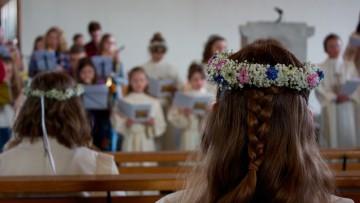 Die Erstkommunion gehört zusammen mit Taufe und Firmung zu den Initiationsriten der katholischen Kirche, ist Teil des Christwerdens. Singprobe vor dem Gottesdienst in Döttingen. | © Marie-Christine Andres