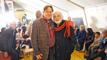 Sein Engagement für Randständige, Arme und Benachteiligte in unserer Gesellschaft hat Pfarrer Ernst Sieber in der Schweiz bekannt gemacht (hier im Bild mit Christoph Zingg, dem Gesamtleiter der Stiftung Sozialwerke Pfarrer Ernst Sieber). | zvg