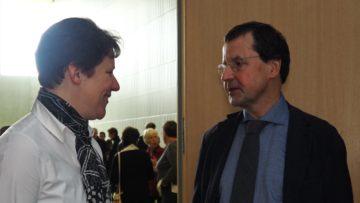 Martina Suter und Thomas Zimmermann im Gespräch. Im Aargau gibt es nur eine weitere Person, die die Aufgabe der Leitungsassistenz in einem Pastoralraum versieht. | © Anne Burgmer