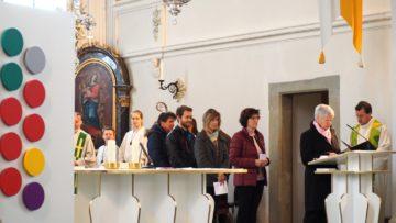 Vertreterinnen und Vertreter der Pfarreien und verschiedener Organisationen trugen die Fürbitten vor. | © Anne Burgmer