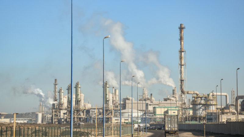 Mindestens elf Schweizer Rohstoffhändler stehen gemäss einem neuen Bericht von Brot für alle, SWISSAID und Fastenopfer in Geschäftsbeziehung zur marokkanischen Firma OCP und sind damit in die Menschenrechtsverletzungen und die Umweltverschmutzung in Marokko verwickelt. | © zvg