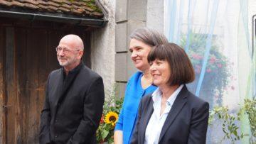 Die Macher des Buches: Fotograf Christoph Hammer, Verlegerin Denise Schmid (Mitte) und Autorin Susann Bosshard-Kälin. | © Andreas C. Müller