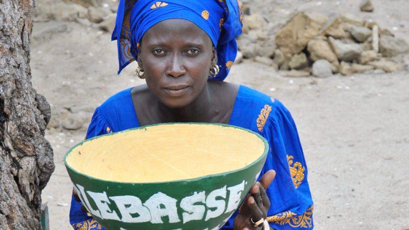Fastenopfer etablierte mit einer regionalen Partnerorganisation die Idee der «Kalebassen», beziehungsweise Solidaritätssparkassen im Senegal. Der Bauch des Flaschenkürbisses wird als Kalebasse bezeichnet. Mittlerweile gibt es im Senegal über das ganze Land verteilt fast 900 Spargruppen, dank derer die Menschen von Wucherkrediten unabhänig geworden sind. | © Ousmane Kobar/ Fastenopfer
