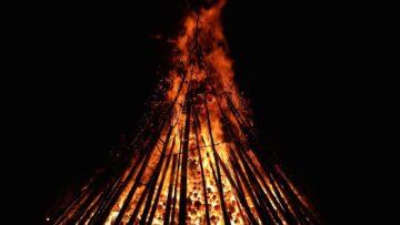 Auf ein grosses Osterfeuer werden die drei Seelsorgenden im Rahmen des Osternachtsgottesdienstes zwar verzichten müssen, doch die Symbolik des Feuers soll gleichwohl in irgendeiner Form in die Feier einfliessen.   zvg