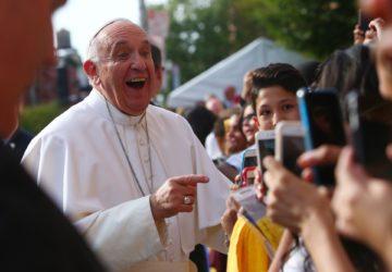 Papst Franziskus nimmt täglich an der Synode teil. «Er ist einer von uns, aufmerksam und zugänglich», sagt Mauro-Giuseppe Lepori über den Papst. | © kna-bild