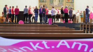 Beim Ahninnengedenken in der Kirche Peter und Paul Aarau wurden die zahlreichen widerständigen Frauen der Bibel in Erinnerung gerufen und ein Bogen ins Heute geschlagen. | © Anne Burgmer