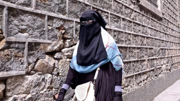 Frau mit Burka - in der Schweiz zwar selten, aber immer noch ein Reizthema. | © Oliver Sittel