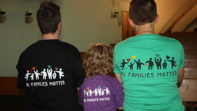 Die Segens- und Solidaritätsfeier für gleichgeschlechtlich Liebende und ihre Freunde und Familien fand dieses Jahr am 1. Juni in der Kirche Heiliggeist in Suhr statt. Schwerpunkt war das Thema Regenbogenfamilien. | © Marie-Christine Andres