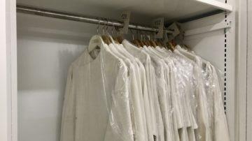 Die Erstkommunionsgewänder sind seit vielen Jahren einheitlich. Damit liess sich der Wettstreit ums schönste Kleid oder den teuersten Anzug vermeiden. | © Marie-Christine Andres