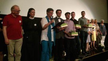 Zum Ende des Films rief Hildegard Aepli (Dritte von Links) nebst der Filmcrew auch die anwesenden Pilgerinnen und Pilger auf die Bühne.   © Andreas C. Müller