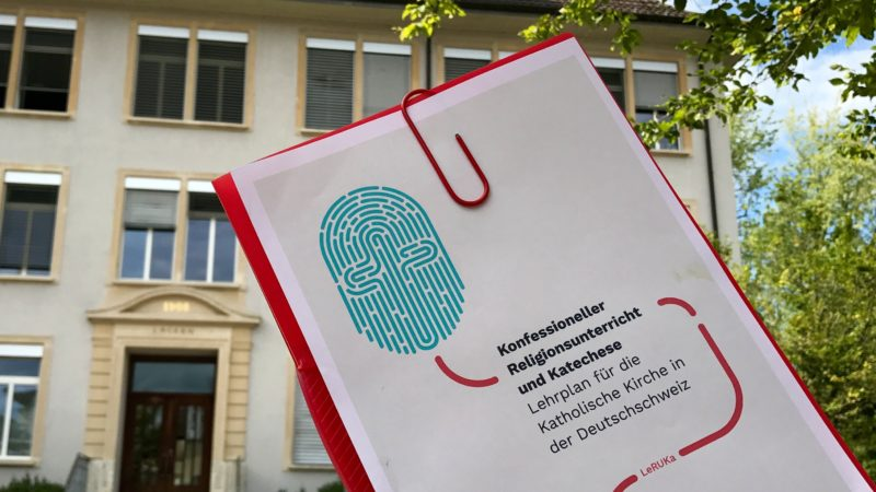 Per Schuljahr 2019/2020 soll der neue Lehrplan für Religionsunterricht und Katechese «LeRUKa» im Aargau in Kraft treten. Strukturell orientiert er sich am Lehrplan 21 der Volksschule. Dies hat auch taktische Gründe. | © Marie-Christine Andres