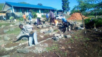 Das Preisgeld fliesst direkt in ein Projekt. Soeben wurde der Grundstein für drei Schulzimmer gelegt. Im Januar will Elsy Amsler für vier Wochen nach Homa Bay County reisen, um den fertigen Bau zu begutachten. | © zvg