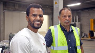 Der 28-jährige Eritreer Teklemichael Nrayo arbeitet bei «Lagerhäuser Aarau» in der Kommissionierung als Festangestellter – nach erfolgreichem Abschluss einer Attestlehre. | © Roger Wehrli