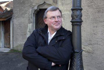Übernimmt neu die Projektleitung für den Pastoralraum «Aargauer Limmattal»: Der Badener Pfarrer und Domherr Josef Stübi. | © Roger Wehrli