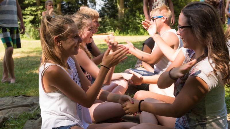Super-Stimmung im Jubla-Lager, wie hier im Sommerlager der Jubla Schötz. Hinter den gelungenen Events für Kinder und Jugendliche steht mit Jungwacht Blauring einer der grössten Kinder- und Jugendverbände der Schweiz. In regelmässigen Bundesversammlungen trifft sich die Bundesleitung mit den Kantonsleitungen. Am Wochenende vom 29. und 30. Oktober 2016 findet ein solches Treffen in Baden und Wettingen statt. | © Werner Rolli