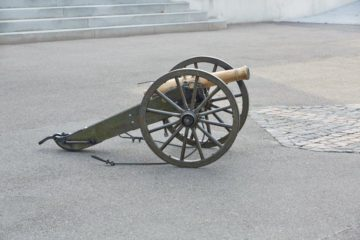 Die Kanone der Michaelsbruderschaft in Muri. Damit feuern die Herrgottskanoniere 20 Böllerschüsse vom Rebberg ab. Die ersten Schüsse sind morgens um 8 Uhr zu hören. | © Bernhard Kägi