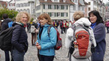 Dann heisst es: parat machen, sammeln und los. Auch für die Frauen, die aus dem Aargau auf die erste Etappe nach Teufen gehen. | © Anne Burgmer