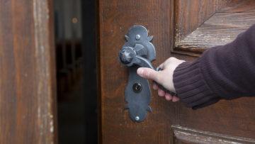 2017 sind 3'095 Menschen aus der Römisch-Katholischen Kirche im Aargau ausgetreten. Das sind 300 mehr als im Vorjahr. | © Roger Wehrli