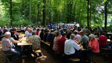 «Das Kirchenjahr führt mit seinen Festen immer wieder in der Gemeinschaft zusammen», weiss Jeannette Näf-Lenzin. In der waremen Jahreszeit kommt man in Wölflinswil-Oberhof gern auch in der Natur zusammen. | © Hans Böller-Herzog