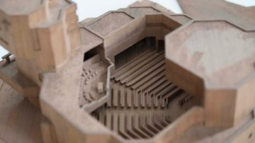 Das Modell der Kirche mit Turm im Massstab 1:100 von Förderer + Otto + Zwimpfer, Basel, wurde anlässlich der Umbauarbeiten des Windischer Pfarrhauses wiederentdeckt. | © Martina Peter