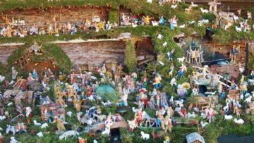 Gegen 400 Figuren hat Luigi Marchesin in seiner Krippe aufgestellt. Allein um das nötige Moos zu sammeln, hat er fünf Tage gebraucht. Für den Aufbau der Krippe dann nochmals etwa 60 Stunden.   © Andreas C. Müller