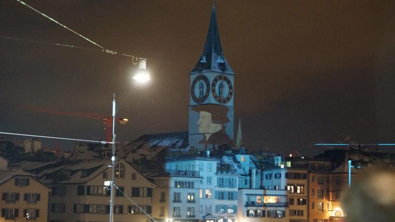Bereits 2017 erleuchtete das Lichtspektakel «Schattenwurf Zwingli» von Gerry Hofstetter die Limmatstadt Zürich. | © sekfeps