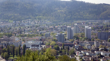 Tendenziell sind die Austrittszahlen in städtischen Gebieten höher.   © Roger Wehrli