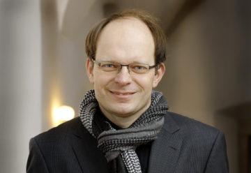 Luc Humbel, Präsident des Kirchenrates der Römisch-Katholischen Landeskirche Aargau, warnt vor einer Schwächung der Kirchen. Diese engagierten sich mit verschiedenen Projekten und Freiwilligenarbeit für die Allgemeinheit. Könne dieses Wirken nicht mehr finanziert werden, weil die Leute aus finanziellen Gründen aus der Kirche austreten, so sei in diesen Bereichen verstärkt der Staat gefordert. Und das käme teuer. | © Felix Wey