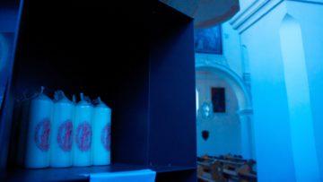 Die Wallfahrtskerzen im Schrifteinstand des Verenamünsters sind gefragt. Einen eigentlichen Devotionalienhandel sucht man in Bad Zurzach aber vergebens. | © Marie-Christine Andres