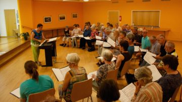 Chorprobe mit Sängerinnen und Sängern aus allen Pfarreien des Pastoralraums. | © Marie-Christine Andres