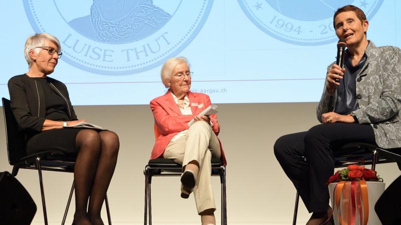 Hospiz-Gründerin Luise Thut (Bildmitte) zusammen mit Anna Schütz, Vorstandsvorsitzende des Hospizvereins (rechts) und Beatrice Koller-Bichsel. | © zvg