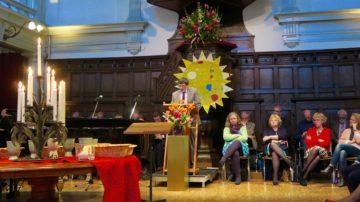 Kees Kok bei der Predigt in der Amsterdammer Studenten-Kirche, in der Huub Oosterhuis seine Lieder vorstellte. | © Ingo Beller
