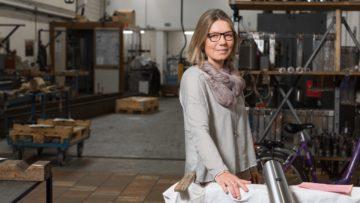 Monika Schenker, Geschäftsleitungsmitglied eines Hydraulik-Reparaturdienstes und seit sechs Jahren VCU-Mitglied, ist überzeugt, dass der Miteinbezug der christlichen Werte in die Philosophie einer Firma nachhaltig wirkt und mit zum Erfolg beiträgt. | © Werner Rolli