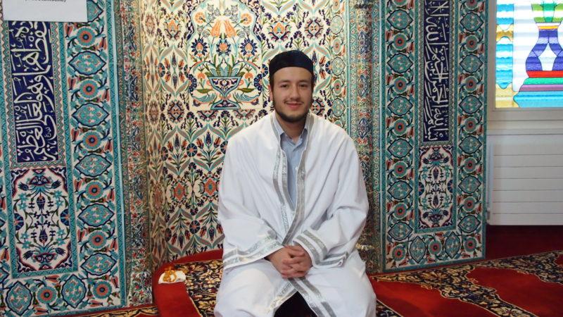 «Gelegenheit, sich aus erster Hand über den Islam und die in der Schweiz lebenden Muslima und Muslime zu informieren und mit uns zu diskutieren.», hatte der Verband Aargauer Muslime zum Tag der Offenen Moschee angekündigt und versprochen: «Es gibt keine Tabuthemen.» | © Andreas C. Müller