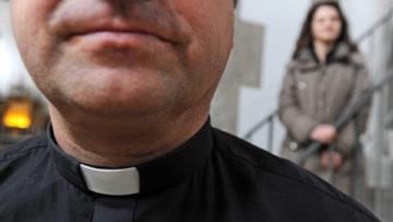 Von verschiedener Seite ist die Kirche dazu aufgerufen worden, «verheiratete, bewährte Männer» zum Priesteramt zuzulassen, um der «Not vieler priesterloser Gemeinden» zu begegnen. | © kna-bild.de