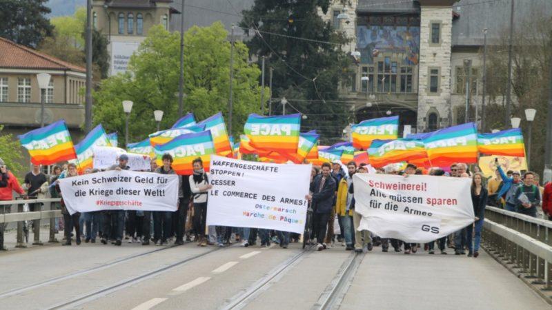 Ostermärsche sind ein europäisches Phänomen und werden von pazifistischen Bewegungen getragen. Ihre Ursprünge gehen auf britische Atomwaffengegner der Kampagne für nukleare Abrüstung mit den «Aldermaston Marches» in den 1950er-Jahren zurück. | zvg