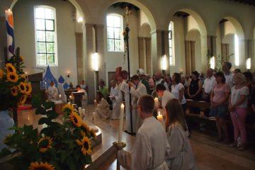 Feierlicher Einzug zur Errichtungsfeier des «Pastoralraums am Rohrdorferberg» am 10. September 2016 in der Kirche St. Martin Oberrohrdorf. | © Andreas C. Müller