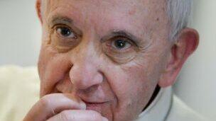 Papst Franziskus geht entschieden gegen die Vertuschung von sexuellen Straftaten mit Minderjährigen vor.   © REUTERS/Luca Zennaro