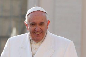 Wurde von den Initianten der Vollgeld-Initiative vor den Karren gespannt: Papst Franziskus. | © Lucas Zannaro, Reuters