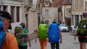 Besonders vorbereitet werden müssen die Jugendlichen auch hinsichtlich des mitgeführten Gepäcks, denn: «Die Jugendlichen tragen alles in ihrem Rucksack mit sich – wie es sich für einen Pilger gehört. | © Bernhard Lindner
